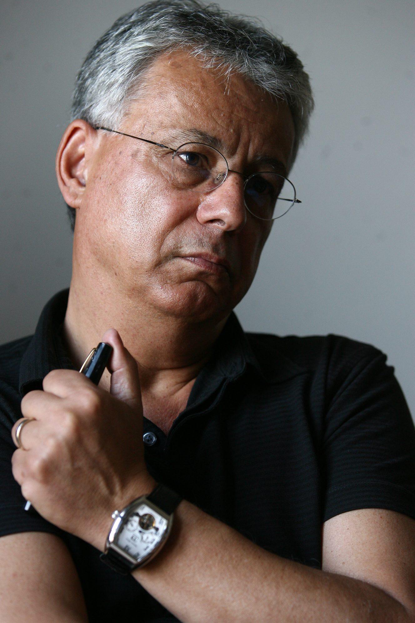 Scriitorul Dorin Tudoran vorbeste despre dosarul sau de la Securitate, in timpul interviului acordat cotidianului Jurnalul National, in Bucuresti